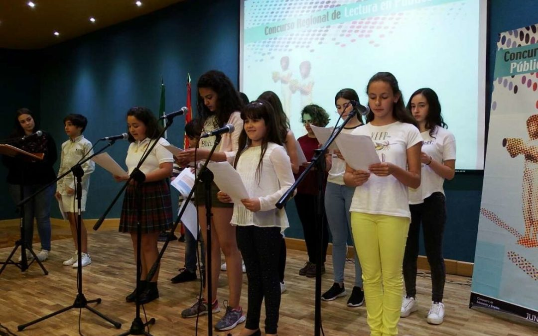 Las alumnas Inés María Guerreo y Lorena Murciano, ganadoras del IX Concurso de Lectura en Público